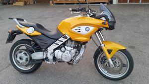 BMW F 650 CS wieder in unsrerer Fahrschule leicht und sehr tief und natürlich mit ABS